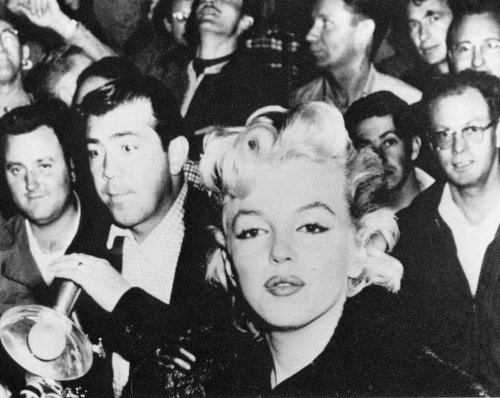 Marilyn Monroe and Paparazzi